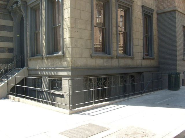 """This is where McGee and DiNozzo are standing (first photo). It's Laverne and Shirley's apartment, right across the street from the """"courthouse."""""""