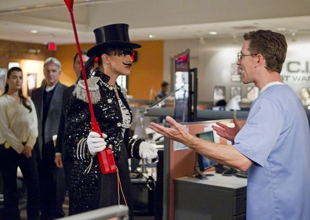 "NCIS 9x23 ""UP IN SMOKE"" Preview & Photos - Airs 5/8/12"